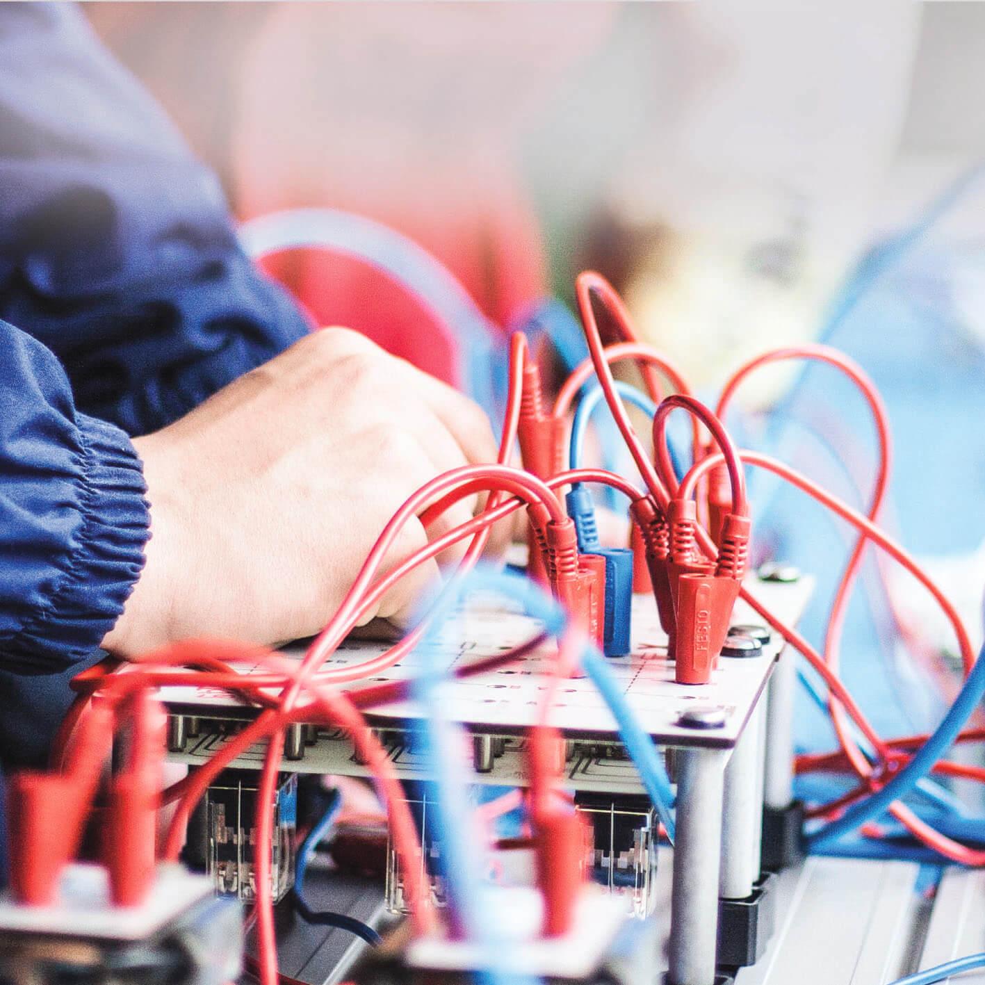 Operatore elettrico Installazione/manutenzione di impianti elettrici civili