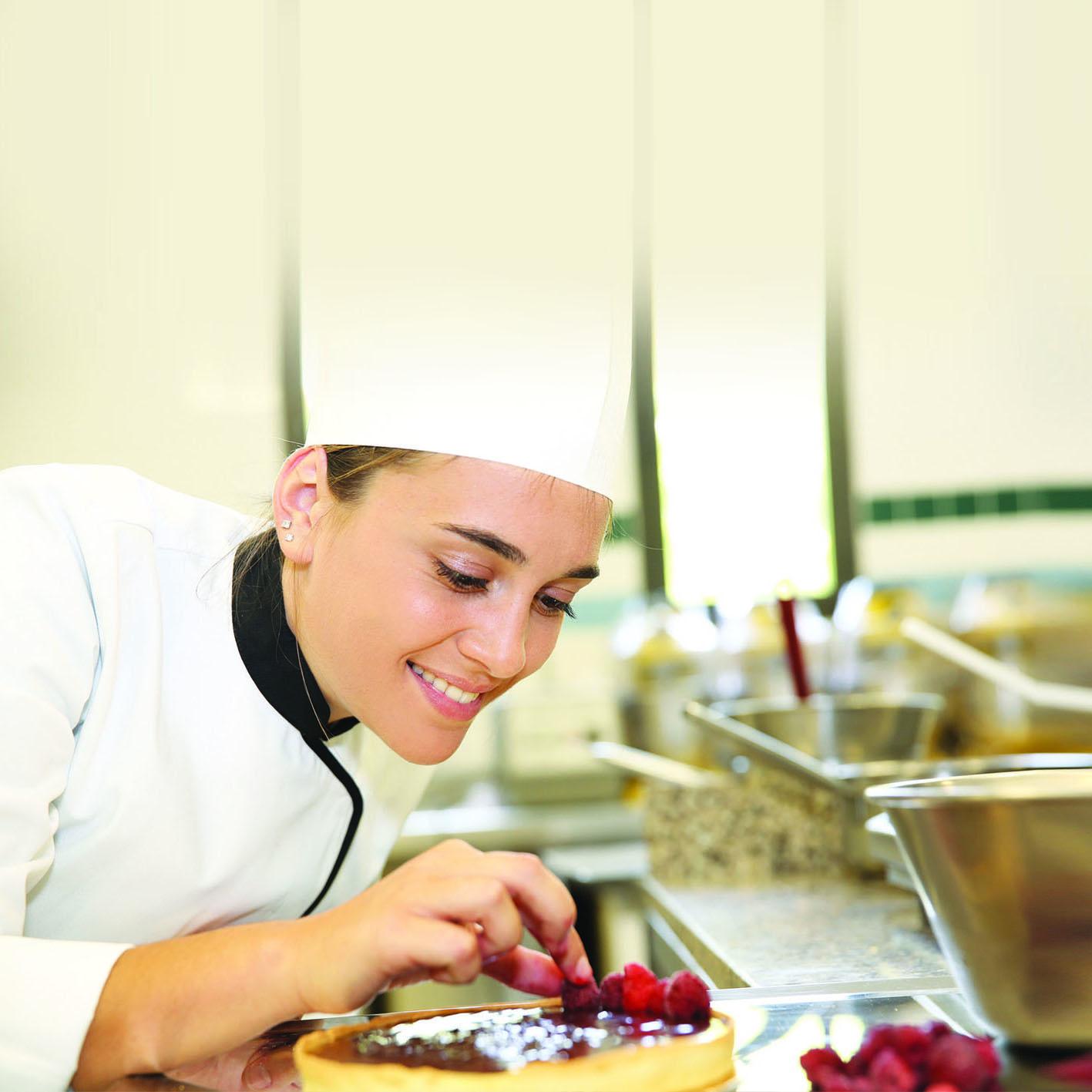 Operatore delle produzioni alimentari lavorazione e produzione di pasticceria, pasta e prodotti da forno